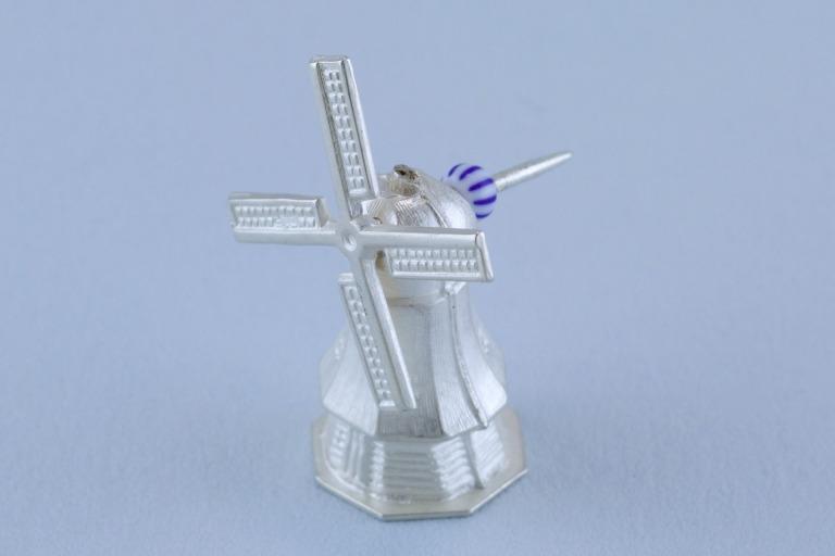 sita falkena de groeten broche zilveren molen met draaiende wieken