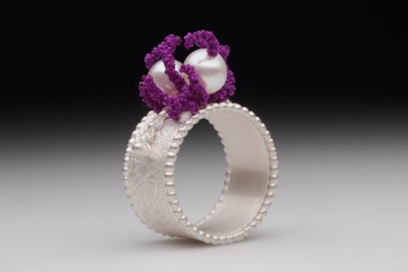 sita falkena zilveren ring met afdruk kant, 2 parels