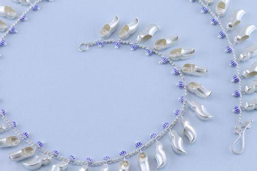 sita falkena de groeten ketting 57 zilveren klompjes delftsblauwe kraal