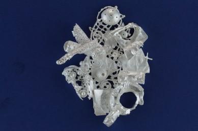 sita falkena broche 'afval' zilver samen gesmolten