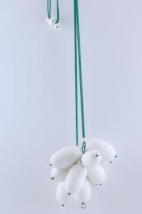 sita falkena halssieraad tros met 10 vlinderkokons